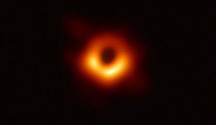 ثورة في عالم الفيزياء الفلكية.. شاهد الصورة الأولى للثقب الأسود