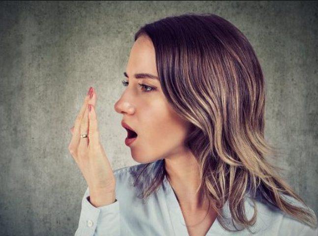 رائحة الفم الكريهة تنذر بالإصابة بأمراض خطيرة