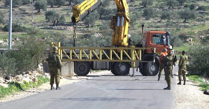 الخليل: الاحتلال يُغلق بوابة حديدية ويُعرقل تحركات المواطنين
