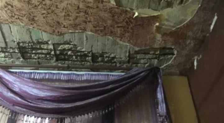 نجاة عائلة فلسطينية من انهيار سقف منزلها في عين الحلوة