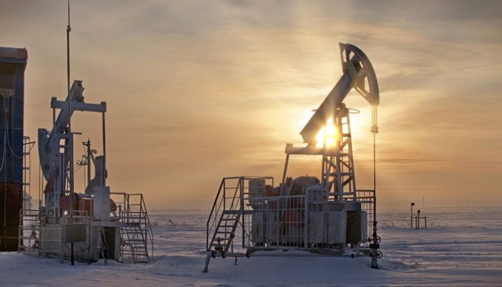 النفط يقفز لمستوى قياسي لهبوط مخزون البنزين بأمريكا