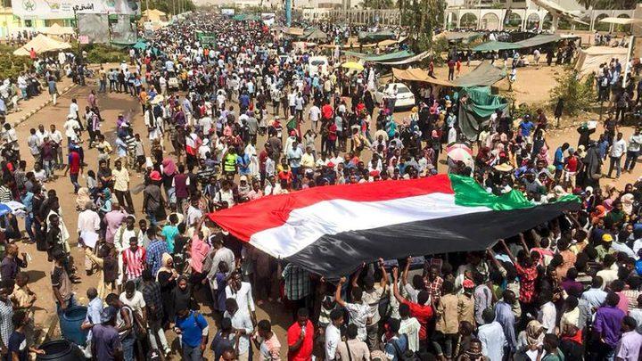 فصيل فلسطيني يسجل أول تهنئة عربية للشعب السوداني