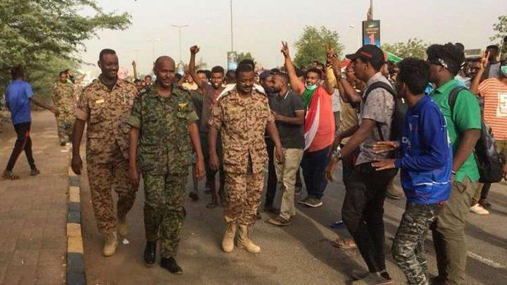 اعتقال العديد من المسؤولين السودانيين المقربين من الرئيس البشير