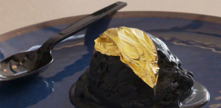 """دبي تقدم مفاجأة مثلجات """"الفحم بالذهب"""" !"""