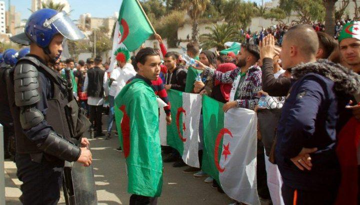 الشرطة الجزائرية تعتقل 108 أشخاص خلال احتجاجات الجمعة