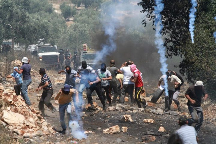 إصابات بالاختناق عقب قمع الاحتلال مسيرة بلعين الأسبوعية
