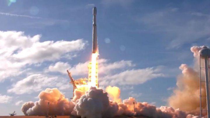 """أقوى صاروخ في العالم ينطلق بحمولة """"عربية"""""""