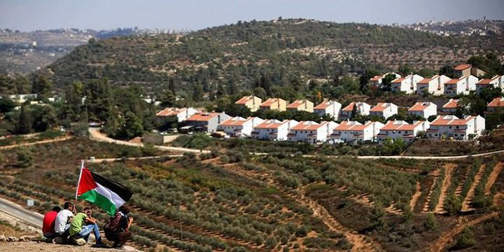 """شارع """"ابرتهايد"""" في القدس وطرق التفافية جديدة تعمق الاستيطان"""