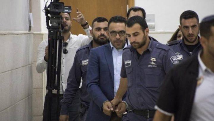 الاحتلال يشن حملة اعتقالات ويعتقل محافظ القدس