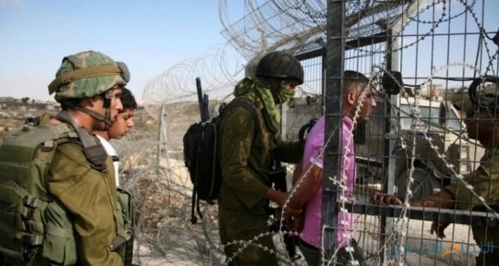 الاحتلال يعتقل مواطن فلسطيني بزعم اجتياز السياج الحدودي