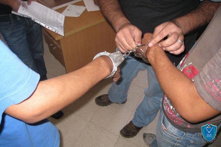 ضبط مواد مخدرة بحوزة شخصين