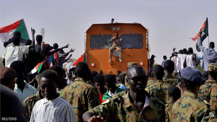 المجلس الانتقالي في السودان يتعهد بعدم فض الاعتصامات بالقوة