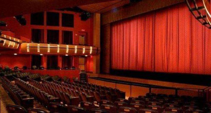 وفاة نجم كوميدي على المسرح وسط ضحك الجمهور.. ظن الجميع أنه تمثيل!
