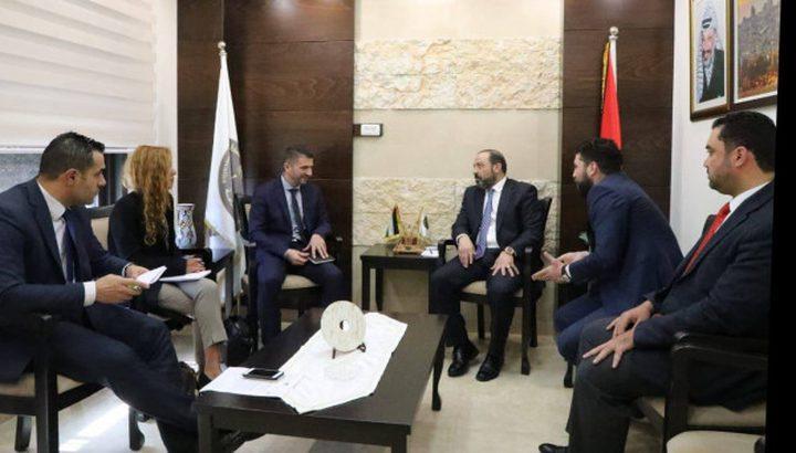 النائب العام يعقد اجتماعات مع وفود دولية