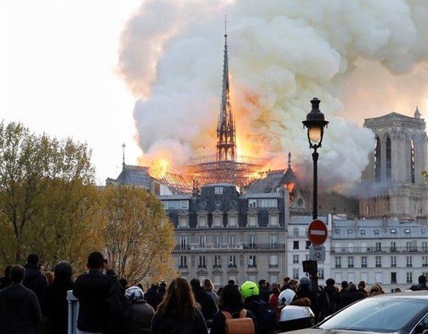 الرئاسة تعرب عن أسفها الشديد للحريق الذي اندلع في برج الكاتدرائية