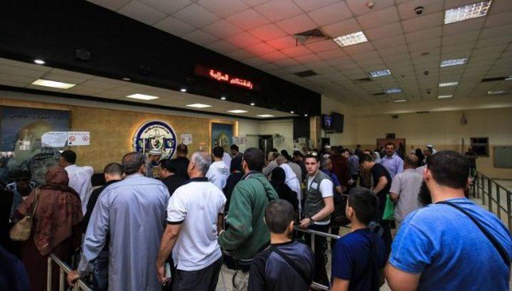 سلطات الاحتلال تمنع سفر 15 فلسطينيًا من معبر الكرامة