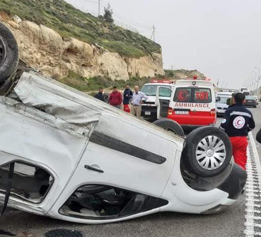 اصابة 4 مواطنين في حادث سير جنوب الخليل