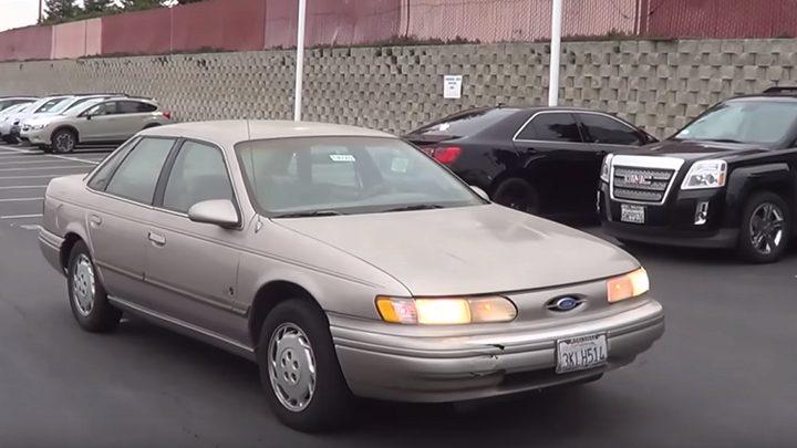 """رجل يبحث عن مالكة سيارة """"سرقها"""" قبل 21 عاما"""