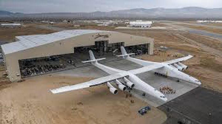 أضخم طائرة بالعالم تحلق لأول مرة
