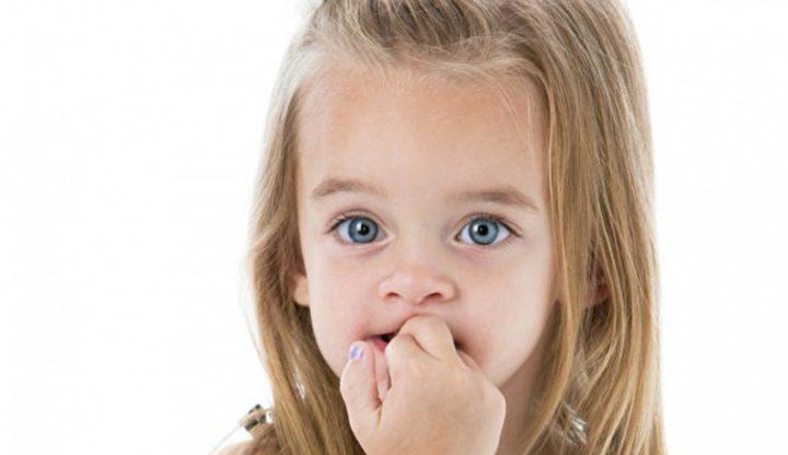 5 مخاطر صحية يسببها قضم الأظافر