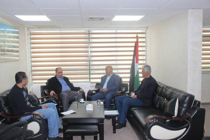 أبو هولي يبحث مع جبهة التحرير التحديات التي تواجه قضية اللاجئين