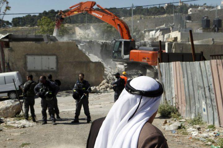 الاحتلال يهدم منزلا في بلدة بيت حنينا ويشرد قاطنيه