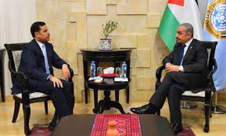 اشتية يبحث مع السفير الأردني سبل تعزيز التعاون
