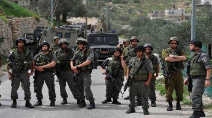 قوة كبيرة من عناصر الاحتلال  تتواجد في محيط منزل ارفاعية