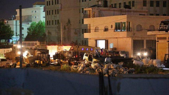 الاحتلال يهدم منزل عائلة الأسير إرفاعية في الخليل