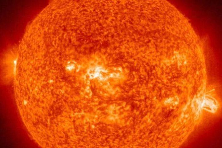 """نجاة الأرض من """"انفجار مغناطيسي"""" هائل"""