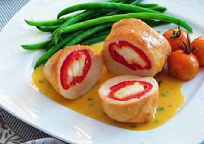 لفائف الدجاج بالجبنة مع صلصة الخردل والنعناع