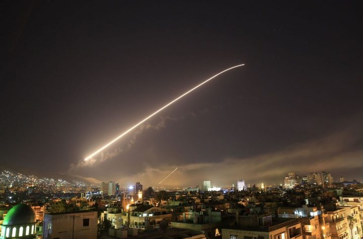الاحتلال يزعم إطلاق صاروخ من شمال قطاع غزة