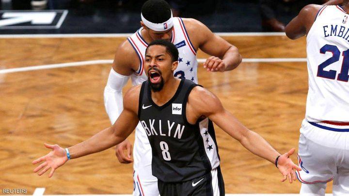 سيكسرز يهزم نيتس بعد مواجهة مثيرة بدوري السلة الأميركي