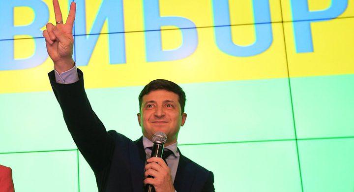 فوز زيلينسكي بالرئاسة في أوكرانيا بعد حصوله على 73.2% من الأصوات