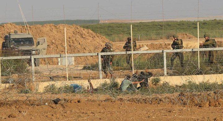الاحتلال يعتقل شابين اجتازا السياج شمال قطاع غزة
