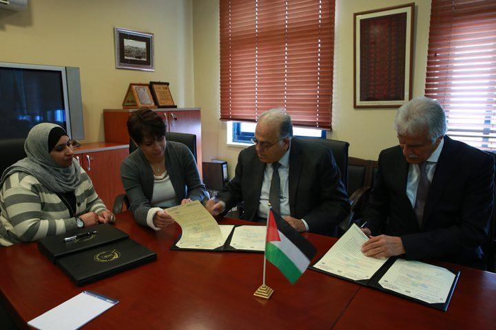 عورتاني وأبو زهري يوقعان ثلاث اتفاقيات لدعم القطاع التعليمي