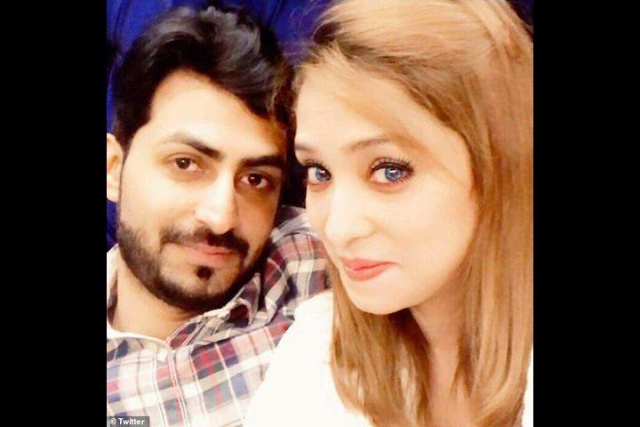 """""""صور"""" زوج باكستاني يعذب زوجته أمام أصدقائه لرفضها الرقص لهم"""