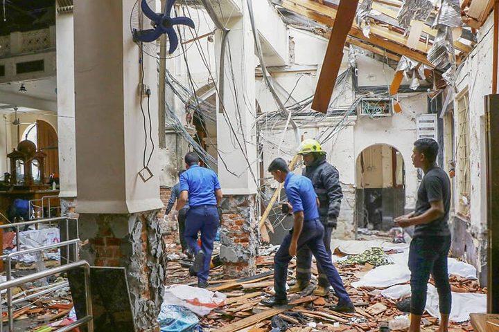 156 قتيلا على الأقل في 6 تفجيرات استهدفت صباح اليوم الأحد ثلاث كنائس وثلاثة فنادق في العاصمة السريلانكية ومدن مجاورة أخرى.