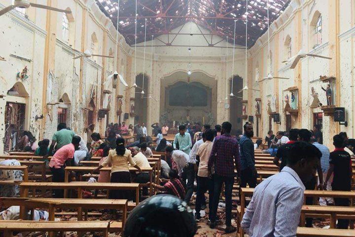 ووقعت الانفجارات في كنيسة سانت أنتوني بكولومبو وكنيسة سانت سيباستيان في بلدة نيغومبو إلى شمال العاصمة، إضافة إلى كنيسة ثالثة تقع في باتيكالوا (الشرق). كما شهدت 3 فنادق فخمة تفجيرات متزامنة.