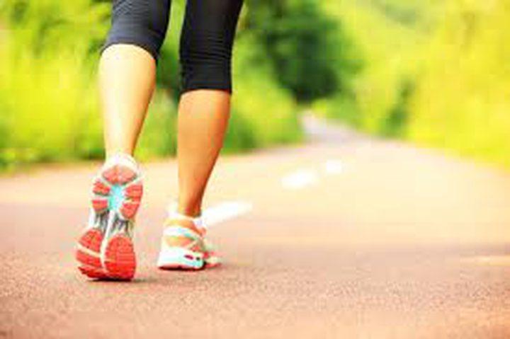 المشي يجعل دماغك شاباً ويحافظ على الصحة العقلية
