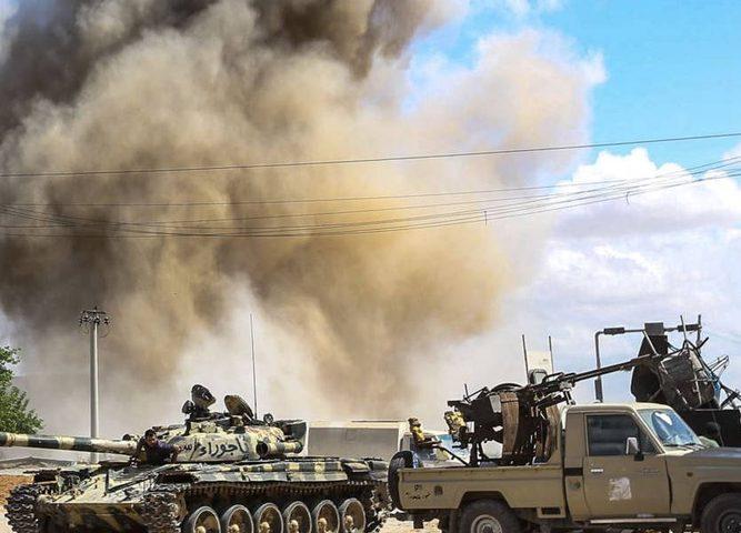 ليبيا... أصوات انفجارات وإغلاق المطار الوحيد العامل في العاصمة