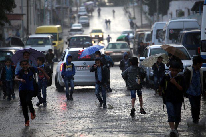 منخفض جوي وأمطار وتحذيرات من تشكل السيول