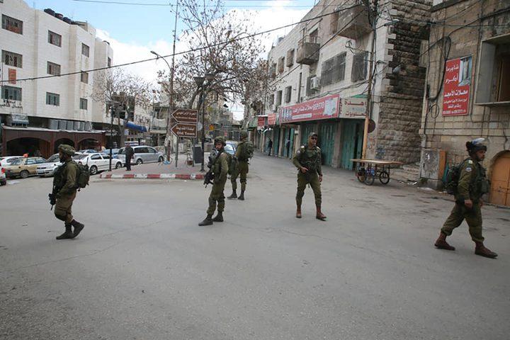 """قوات الاحتلال تغلق """"شارع بئر السبع"""" في الخليل"""