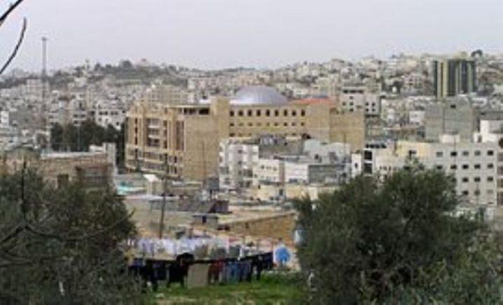 قرار بطرد المستوطنين ودفع تعويضات لاصحاب منزل في الخليل