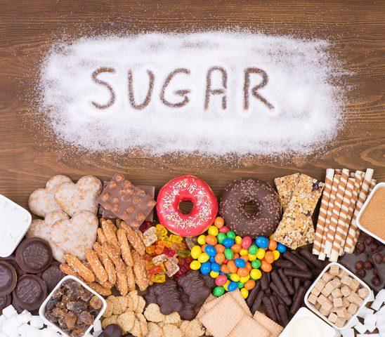 ماذا يحدث فى جسمك خلال ساعة من تناول السكر بشراهة؟؟