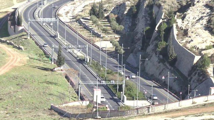 القدس: إصابة خطيرة لشاب اصطدمت سيارته بسور حديدي