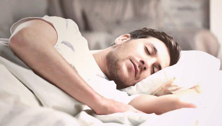 مراحل يمر بها الدماغ خلال النوم للحصول على الطاقة وتنشيط الذاكرة
