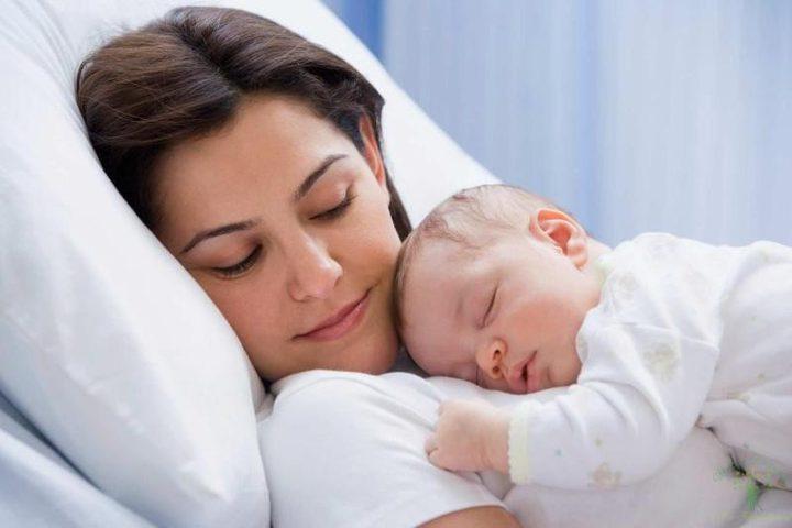 أم الصبي ماذا يميزها عن غيرها من الأمهات؟