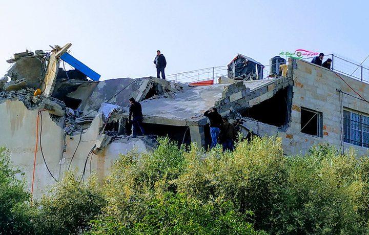قوات الاحتلال تُفجر منزل عائلة الشهيد عمر أبو ليلى