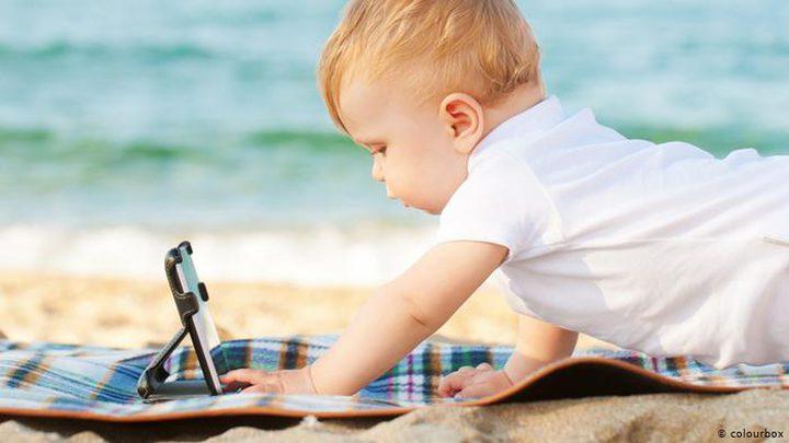 منظمة توصي بإبعاد الأطفال عن الشاشات الرقمية